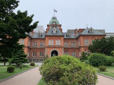 朝観光(休憩中)  札幌 北海道庁旧本庁舎