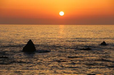 越前海岸の夕日とペッドボタル
