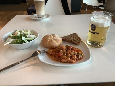 ミュンヘン国際空港なう。帰る帰るよ……どさくさでビールぐびぐび! 旅行記は帰国後スタートしますよ!