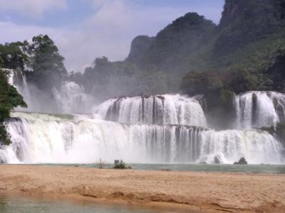 2019一人旅・寝台バスでバンゾックの滝、寺院、ムオンガオ鍾乳洞(前半)