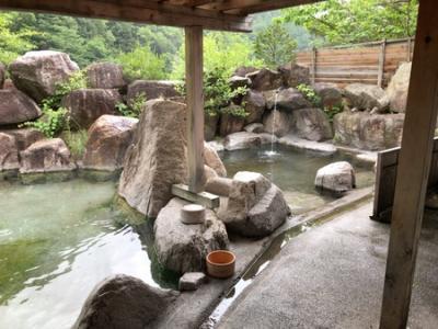梅雨の信州温泉巡り 源泉数日本一「中房温泉」