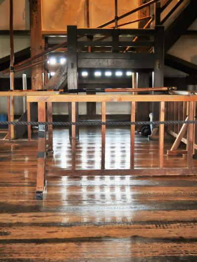 信州令和17 松本城d 内観(天守閣入口→5階)☆磨きこまれた階段を登り