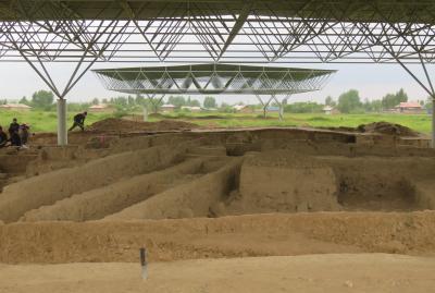 2019春、ウズベキスタン等の旅(28/52):4月25日(14):ペンジケント(14):サラズム遺跡、発掘中の遺跡