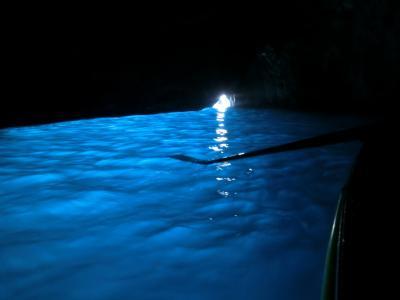 2019GW イタリア20:カプリ島 50分並んで遂に「青の洞窟」へ、美しすぎる青さ!