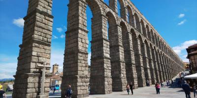 2-1 巨大なセゴビアの水道橋とアルカサル城