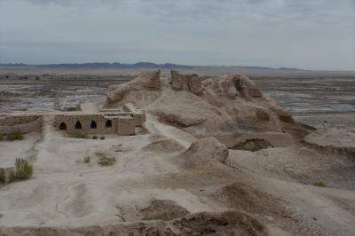 ウズベキスタン8日間の旅(1)成田出発から カラカルパクスタン共和国遺跡群、ヒヴァの夕景