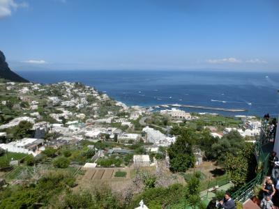 2019GW イタリア21:カプリ島 素晴らしい眺望とウンベルト一世広場と人気総菜屋