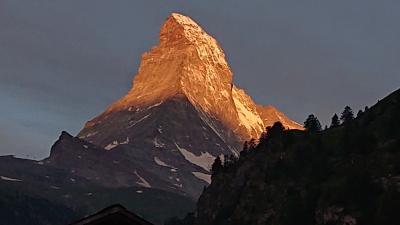 スイス周遊10日間 6つの名峰と6つの絶景列車の旅 4日目  名峰③マッターホルンと絶景列車③ゴルナーグラート鉄道の旅