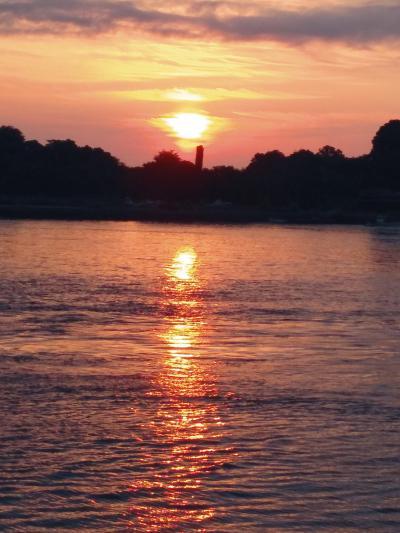 瀬戸内海の夜明けと夜空