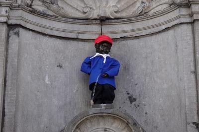 6月のベルキー・オランダひとり旅7泊9日⑦ブリッセル小便小僧 壁画 グランサブロン広場のアンティークマーケット 4日目午前
