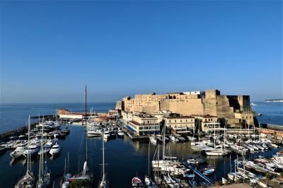 魅惑のシチリア×プーリア♪ Vol.3 ☆ナポリ:ジュニアスイートルームから素晴らしい朝の風景♪