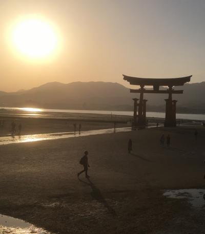 朝の錦帯橋、夕の厳島神社