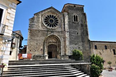 魅惑のシチリア×プーリア♪ Vol.13 ☆イタリア美しき村「アルトモンテ」:バラ窓の美しい大聖堂♪