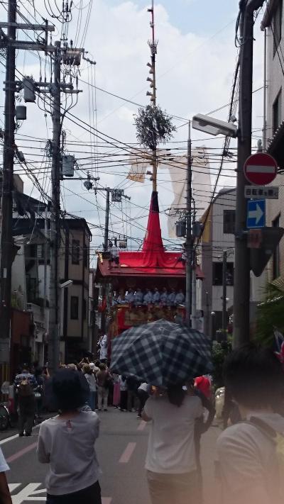 祇園祭山鉾巡行を見物