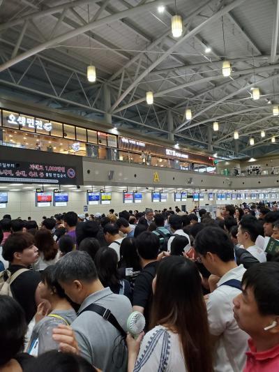 台風で遅延、小さい金海空港で5時間過ごしました。