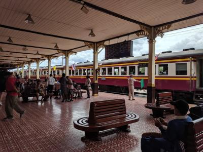 タイ鉄道と路線バスで楽しむバンコク