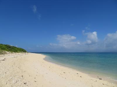 黒島保慶海岸1500m向こうに置いてきた自転車までフライパンの上のような砂浜を歩いてたどり着けるのか?2019年7月八重山・黒島8泊9日30