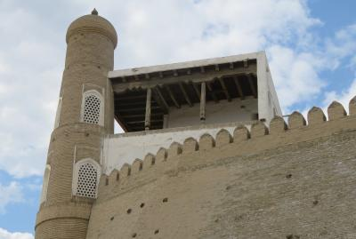 2019春、ウズベキスタン等の旅(34/52):4月26日(6):ブハラ(5):アルク城、城内展示品、銅製品、焼物