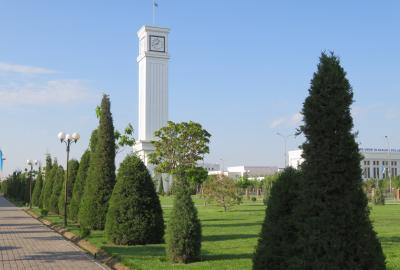 2019春、ウズベキスタン等の旅(40/52):4月28日(1):ウルゲンチ(1):2泊したホテル、朝の散策、カササギ