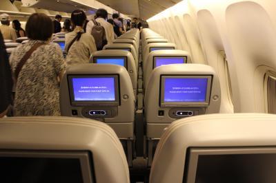 JL192便、小松→羽田。福井からバスで空港へ、フライトはシップチェンジで国際線仕様機。