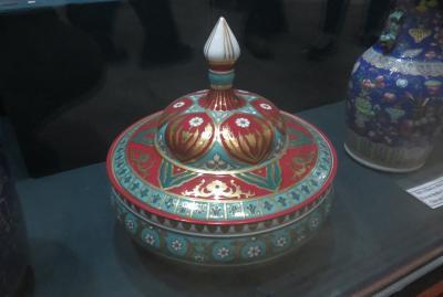 2019春、ウズベキスタン等の旅(43/52):4月28日(4):ウルゲンチ(3):イチャンカラ、城内展示品、陶磁器、銅器