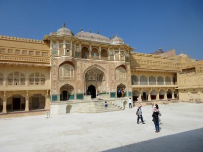 ラクシュミー・ヴィラース宮殿に泊る