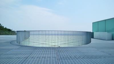 山本理顕設計の横須賀美術館を見る