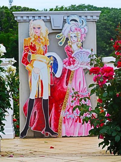 京成バラ園-6 〈ベルサイユのばら〉因むテラスで ☆優秀庭園賞-広範囲を見渡して