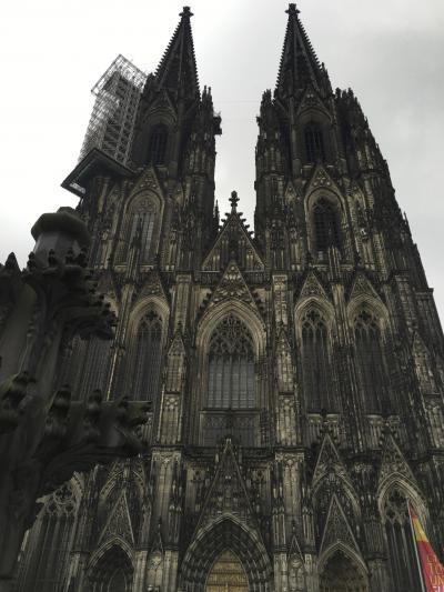 小雨降るケルンを訪れ、ケルン大聖堂に登る