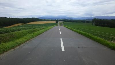 北海道の直線道を走る