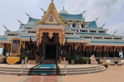 チェンカーン~ウドンターニーの山中に建つお寺 ☆  Wat Phu Kon