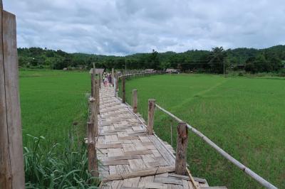 チェンマイ~メーホーソン、バイクの旅 3 (世界一長い竹の橋?)