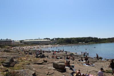 スウェーデンのウェストコーストで海水浴