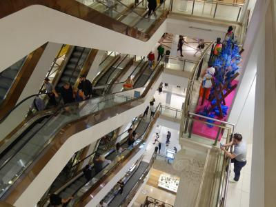 ロンドンを歩く。(2.6) またまたOxford Street。Selfridge と Marks & Spencer でお買物です。