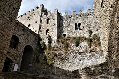 魅惑のシチリア×プーリア♪ Vol.131 ☆カッカモ:素晴らしいカッカモ城 城門を抜けて♪