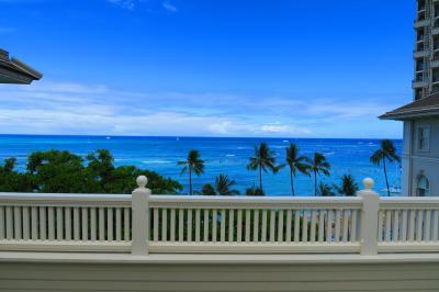 ANA特典HONUのファーストクラスで行くハワイ5日間~モアナサーフライダーでまったり過ごす3日目♪