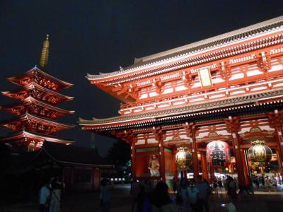 浅草観光。雷門から浅草寺。浅草寺ライトアップは幻想的でとてもきれい。