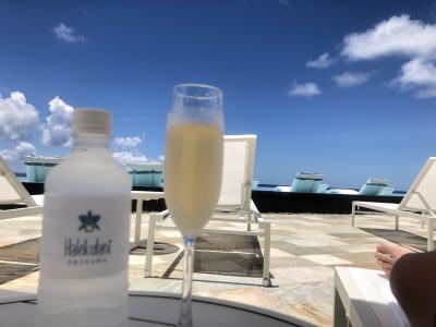 ハレクラニ沖縄 プールサイドでシャンパン&ビール