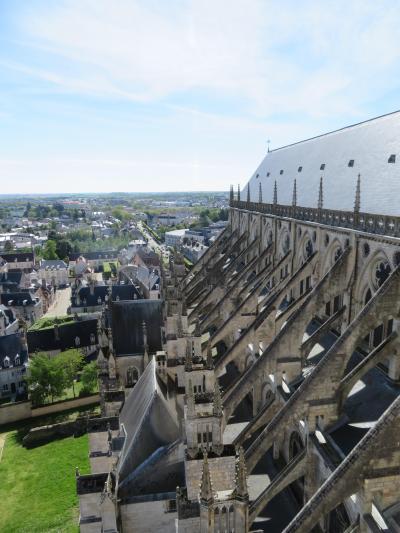 ブールジュ大聖堂♪真横からフライングバットレスを見た初めての日本人♪翼廊が2019年5月フランス ロワール地域他8泊10日(個人旅行)138