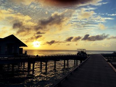 朝日も夕日も1日中フォトジェニックに包まれて☆ロスバケ荷物が無事に届いて一安心♪【水の秘島♪フェアモント モルディブ シル フェンフシ】