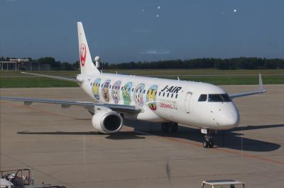 JL2246便、新潟→伊丹。しまじろうジェット、機窓からの景色と移ろいゆく雲を楽しむ。