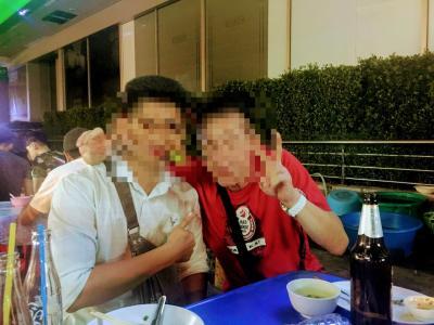 路上 屋台が 無くなると言う バンコクで  カンボジア青年と 屋台ご飯  ......  2019