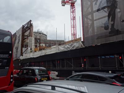 ロンドンを歩く。(4.6) Knightsbridge は再開発中。どんな街になるのでしょうか。
