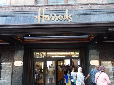 ロンドンを歩く。(4.8) Harrods でお買物。やっぱ,ロンドン土産はここです。