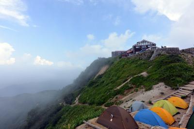 燕岳・燕山荘でテント泊。