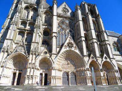 ブールジュ大聖堂♪夕方正面に日が当たる時間になったので、また来てしまった♪2019年5月フランス ロワール地域他8泊10日(個人旅行)154