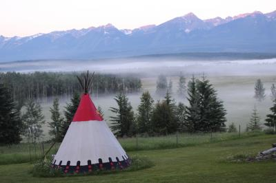 初夏のカナディアン・ロッキー2019 Day3-1(幻想的なGoldenwood Lodgeの朝)