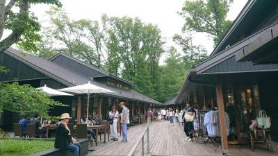 軽井沢のハルニレテラスとアウトレットを観光。