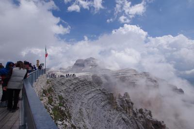 夫婦で北イタリア 3日目(ミズリーナ湖、ポルドイ峠、サンタ・マッダレーナ村、ベローナ)