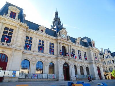 ポアティエには美しすぎる郵便局や市庁舎・レゴみたいなベンチがあった♪2019年5月フランス ロワール地域他8泊10日(個人旅行)157